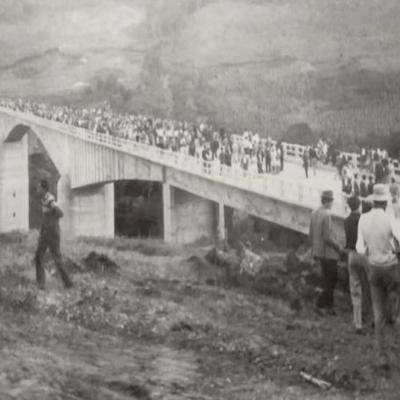 Inauguração da ponte Passo do Zeferino, sobre o Rio das Antas, entre Flores da Cunha e Antônio Prado, na década de 60.