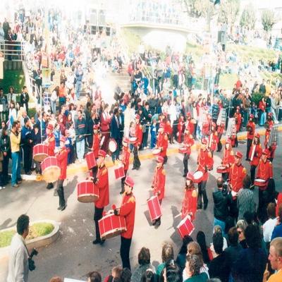 Em ano de pandemia, o desfile cívico de 7 de setembro vai ser relembrado apenas na memória. Na foto, o desfile de 7 de setembro de 2002, quando ainda era realizado na Avenida 25 de Julho.