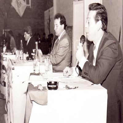 Na foto, os candidatos a prefeito de Flores da Cunha, Renato Cavagnoli, Oscar Francescatto e Heleno Oliboni (in momeriam), durante debate no ano de 1992. Com 4.707 votos, Renato Cavagnoli conquistou as eleições com o vice Dagoberto Lanzarin. Heleno Oliboni fez 4.146 votos e Oscar Francescatto 2.326.