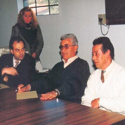 m 1996, Alberto de Oliveira (PMDB) e Heleno Oliboni (in memoriam) (PDT) concorreram ao pleito municipal. Na foto, os dois candidatos durante reunião com o então juiz Dr. Ségio Augustin referente à propaganda eleitoral. No pleito, Oliboni venceu com 7.789 votos contra 4.690 para Oliveira. Ao centro, está Ivo João Sonda (in memoriam) (PPB), que concorria ao pleito de Nova Pádua. Ele se elegeu prefeito com 1.029 votos.