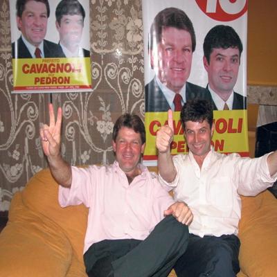 A eleição municipal de 2004 comemorou a volta de Renato Cavagnoli (PMDB). A coligação 'Flores da Cunha para Todos' (PMDB/PP/PSB/PPS) ganhou por uma diferença de 16,45% sobre o segundo colocado, Nei Manosso.