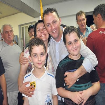 O agricultor Lídio Scortegagna (MDB) foi eleito prefeito de Flores da Cunha no ano de 2012, com 7.128 eleitores (37,69%). Uma vantagem de 298 votos (1,57%) sobre Giovana Ulian (PP), que ficou com 6.830 votos (36,12%). Heleno Oliboni ficou em terceiro lugar com 26,29% dos votos.