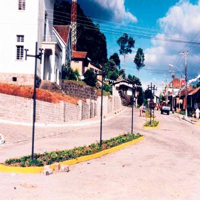 A foto é de 11 de fevereiro de 1996, mostrando os últimos preparativos para a VIII Feira de Produtos Coloniais de Nova Pádua - Feprocol 98.