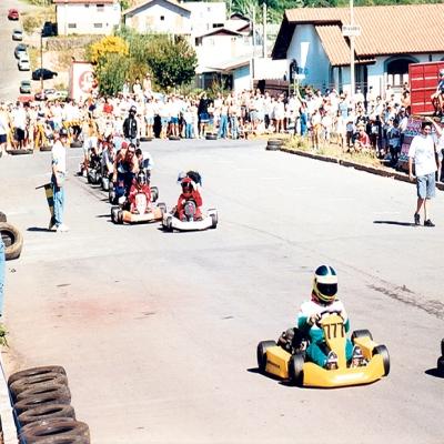 No dia 7 de março de 1999 foi realizada uma corrida de Kart entre as ruas Sixto Rossetto, Av. Pellizer, Francisco Boscatto e Virgínia Bertuol Ulian, próximo ao Parque da Vindima Eloy Kunz. O evento fazia parte da 9ª Festa Nacional da Vindima, e reuniu 25 pilotos das cidades de Caxias do Sul, Flores da Cunha e Vacaria.