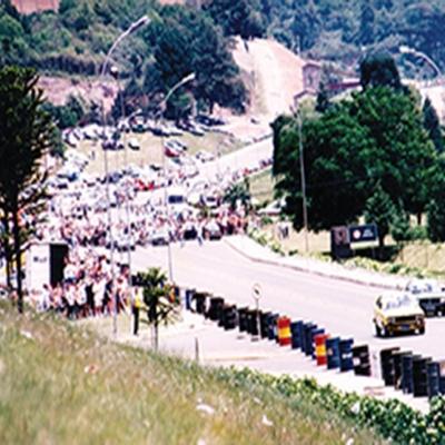 No dia 1º de dezembro de 1996 ocorreu a 8ª etapa da Copa de Arrancadas no prolongamento da Av. 25 de Julho. O evento reuniu aproximadamente 7 mil pessoas e contou com 100 pilotos. O percurso feito pelos pilotos era de 700 metros e os veículos chegavam a ganhar velocidade de 240 quilômetros por hora.