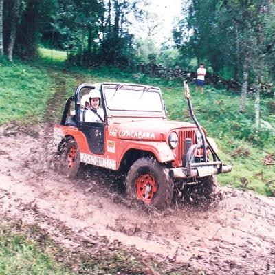 No dia 4 de março de 1995, ocorreu a 1ª etapa do Circuito Serrano de Jeep Raid em Flores da Cunha. No total, 57 jeeps participaram da competição que aconteceu em meio aos parreirais e incluiu a travessia do Rio das Antas através da balsa. Nesse dia, os jipeiros viveram momentos de muita emoção e aventura.