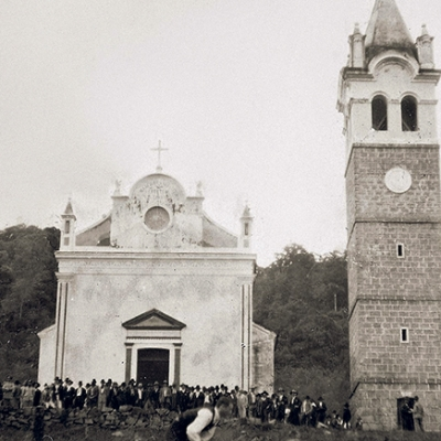 O conjunto formado pela Igreja São Marcos, de 1905, e, ao lado, a torre 'Il Campanil della Marcolina' construída nos anos de 1919 e inaugurada em 1921, considerada, à época, a mais alta da região colonial italiana. As duas obras tiveram como construtor Luiz Segalla de Caxias do Sul. A Torre, no sábado, dia 22 de maio, completa seu centenário.