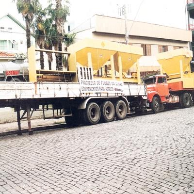 Em abril de 1999 o equipamento de produção de asfalto ficou exposto em frente ao Banco do Bradesco. Após, ele foi instalado junto ao britador municipal, aos fundos do bairro Pérola.