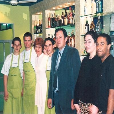 No dia 11 de abril de 2000 ocorreu a inauguração do Verde Brasil Café Bar. A festa reuniu aproximadamente 650 pessoas, incluindo diversas personalidades da cidade e da região que foram recepcionados com coquetel e show de Fernando e Gabriel Costa.