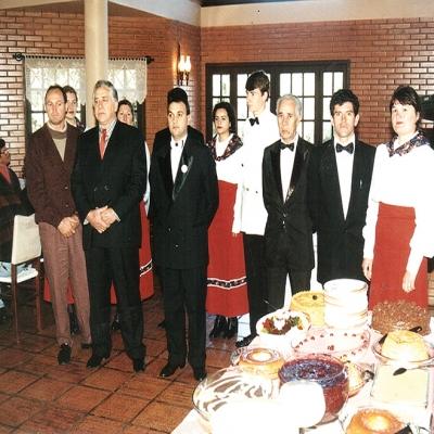 Em maio de 1996 o Restaurante Pousada das Flores, que ficava localizado na Linha 80, começou a servir café colonial com mais de 80 variedades, aos domingos e feriados. A família Araldi, que construiu o restaurante, arrendou o estabelecimento para o experiente Valter Mari, que já somava em seu currículo mais de 28 anos como cozinheiro e proprietário de restaurantes.