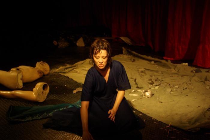Peça teatral retrata os acontecimentos trágicos ao longo dos anos.
