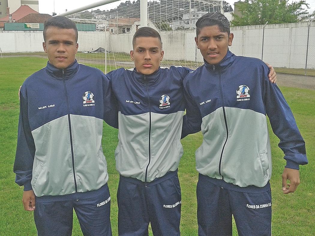 Ivonaldo (E), Lucas Melo e Paulo Rycardo (D) viajam na próxima semana.