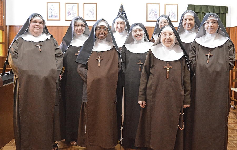Irmãs Clarissas Capuchinhas: Maria Bernarda, 86 anos; Maria Terezinha, 67 anos; Clara Francisca, 54 anos; Maria Cecília, 46 anos; Maria José, 41 anos; Maria Emanuele, 37 anos; Lioba Maria, 39 anos; Maria Inês, 45 anos; e Maria Priscila, 40 anos.