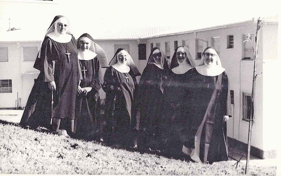 Missa solene campal marcou inauguração da Ordem das Clarissas Capuchinhas em Flores.