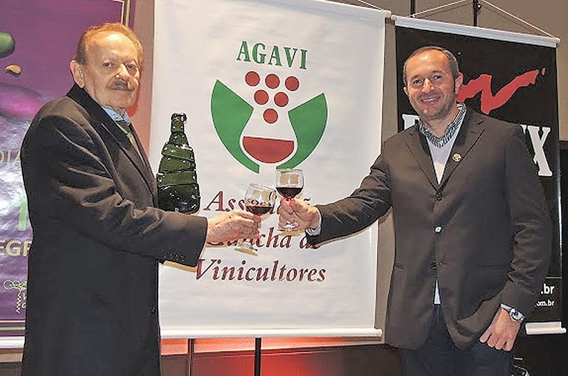 No Dia do Vinho deste ano, celebrado em maio, a Agavi, por meio do presidente do Conselho 2015-2016, Evandro Lovatel, homenageou o associado Arnaldo Passarin.