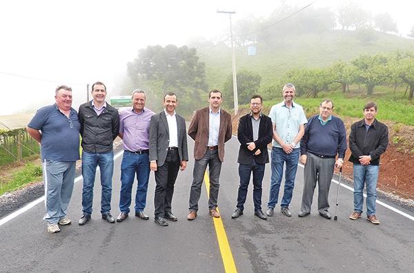 Solenidade foi realizada na tarde do dia 6 com a presença do prefeito, do vice e do deputado federal Carlos Gomes, entre outras autoridades.