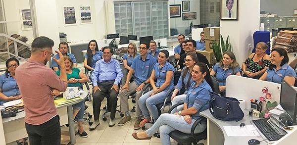 Funcionários do JFM acompanharam a palestra com o comunicador Jásser Panizzon.
