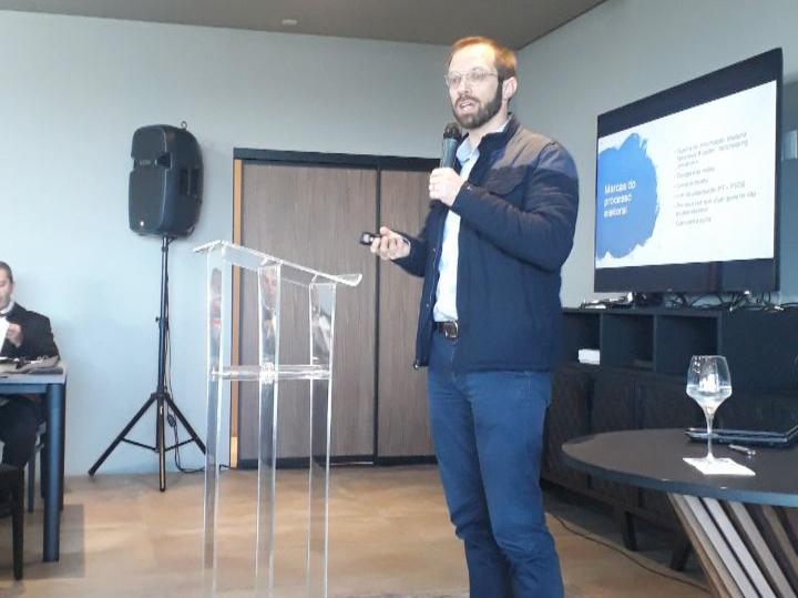 Jornalista Daniel Scola palestrou no Restaurante Clô.