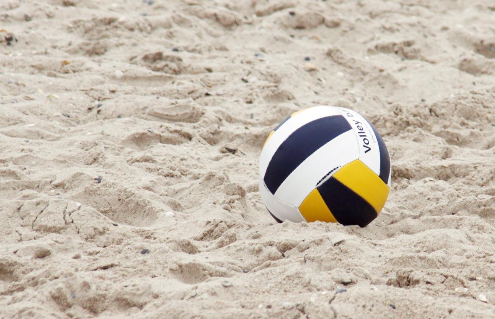 Vôlei de areia terá jogos com equipe mista.
