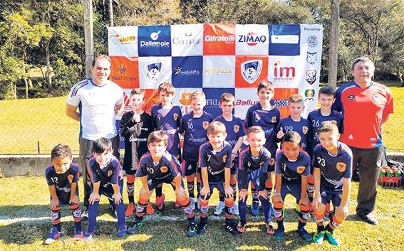 Equipe Sub-9 do Galo FC venceu os caxienses da APAFUT por 2x1.