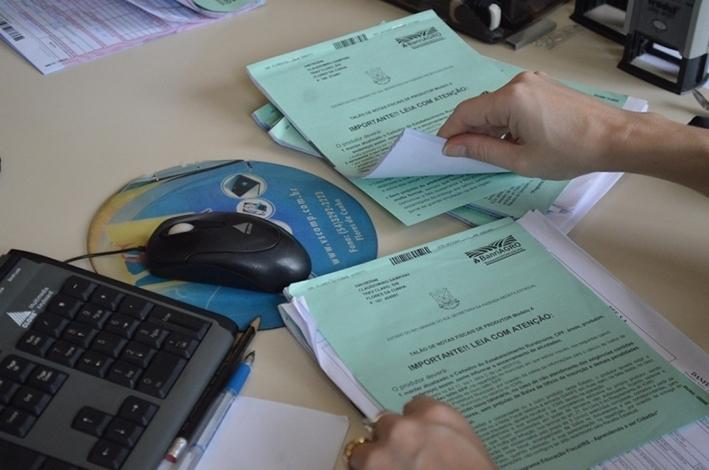 O material deve ser entregue no Centro Administrativo, no setor de ICMS.