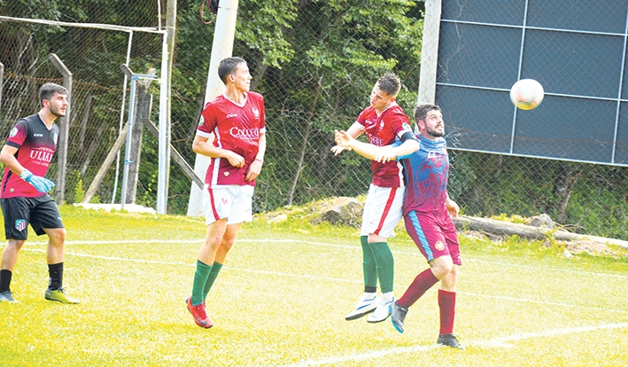 Pelo grupo C, o The Coca Fevers venceu o Atlético Florense por 3x0.
