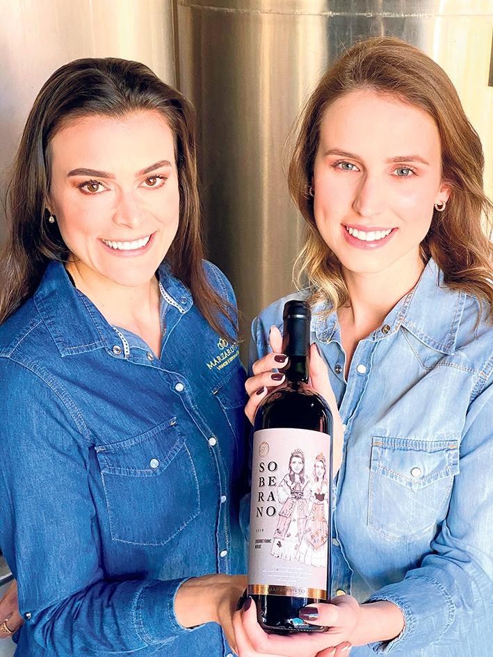 Janaína Massarotto e Júlia Dondé lançam o vinho Soberano.