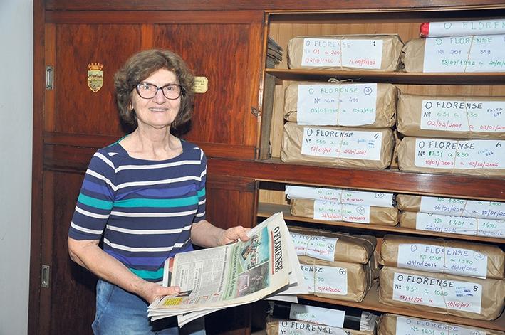 Zaidinha guarda com carinho as páginas do O Florense.