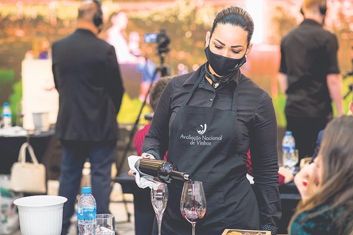 Degustação dos vinhos na Avaliação Nacional.