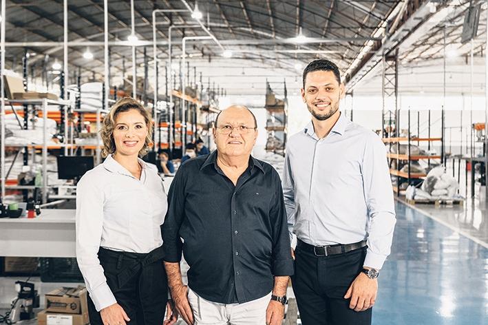 Josiele com o fundador da empresa Ivanir Stuani e o irmão Ederson.