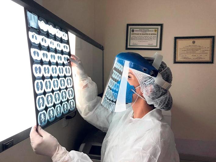 A Técnica em Radiologia, Carina Bandeira relata a intensa rotina no Hospital Fátima nos últimos meses por conta da pandemia.