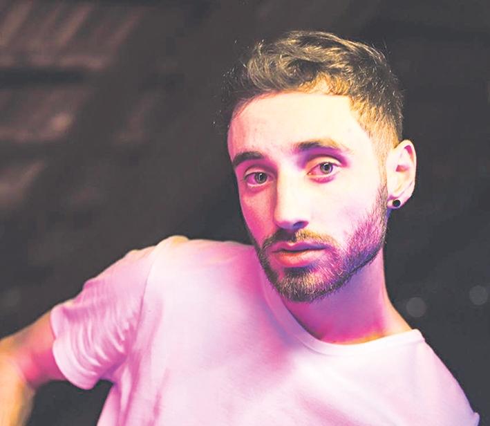 Artista florense pretende compor outras músicas para lançar um álbum.