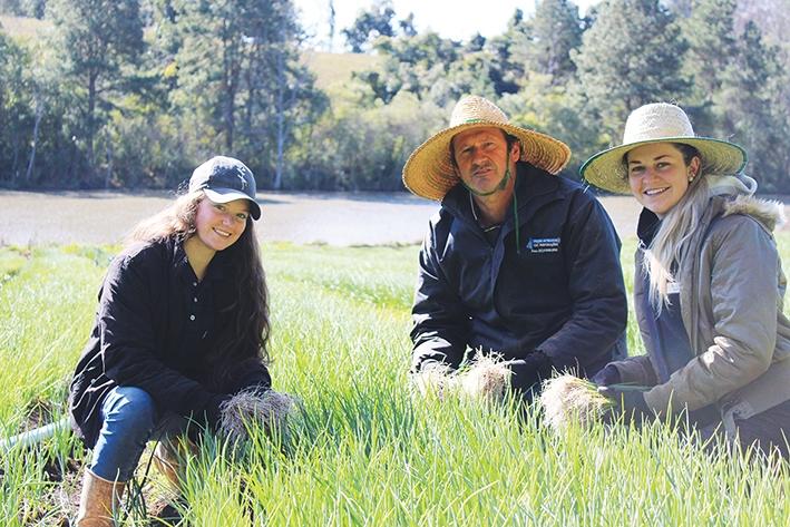 Celso Fabian e as filhas Mariana e Carolina.