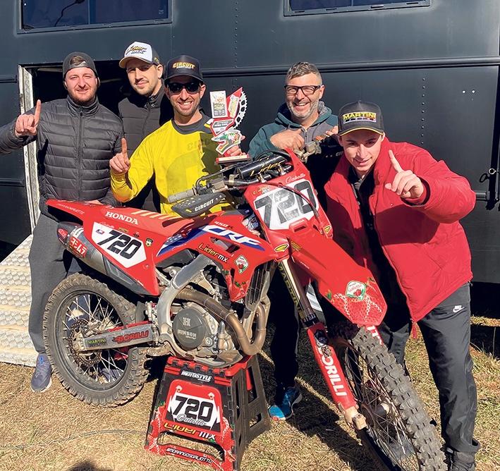 Depois da vitória, a equipe de apoio do piloto florense comemorou o bom início no Gaúcho de Veloterra.