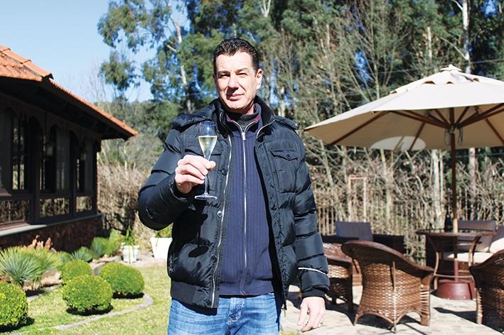 Vanderlei Gazzi anuncia novos vinhos e projeta novidades no ramo turístico.
