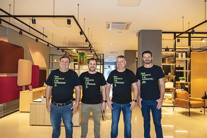 O diretor industrial Valdezir Dondé; o gestor do showroom, Eduardo Dalsoglio; o diretor-presidente, Volnei Dondé, e; o diretor executivo, Fabrício Menegat.