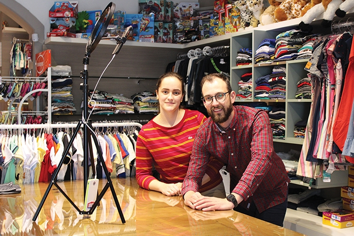 Camila Viapiana e Bruno Scortegagna comandam a Arco Íris per Bambini.