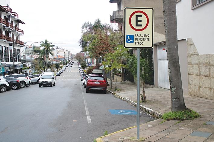 Vagas de estacionamento preferencial para idosos e deficientes é um dos itens do Código.