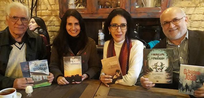 Escritores Lucio Feliciate, Renata Machado, Andrea Barrios e Amauri Confortin