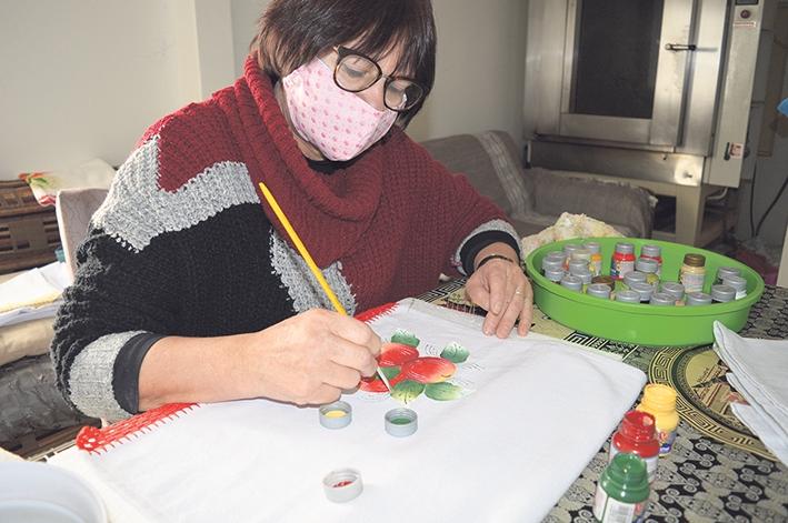 Clementina Bebber encontrou no artesanato uma forma de se sentir mais feliz.